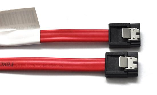 Вместе с красным кабелем SATA 6 Гбит/с накопитель Intel SSD 520 Series 240