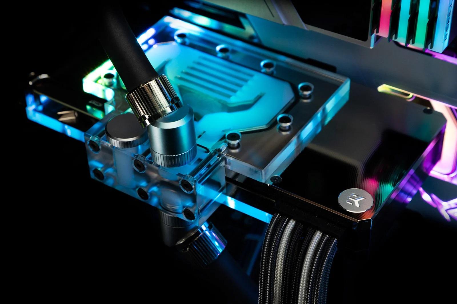 EKWB предлагает устанавливать водоблоки на обе стороны GeForce RTX 3080/3090