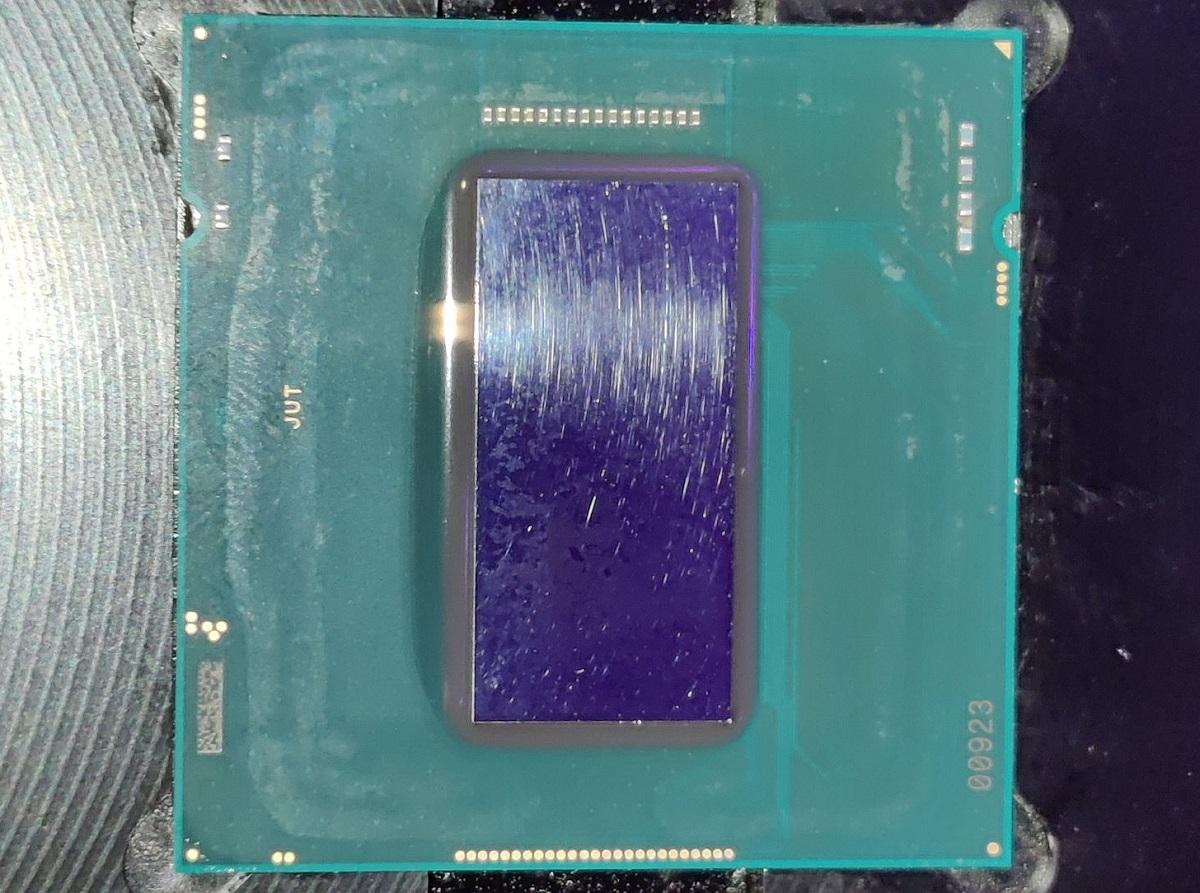 Энтузиаст снял крышку с 8-ядерного Intel Core i7-11700K (Rocket Lake-S)
