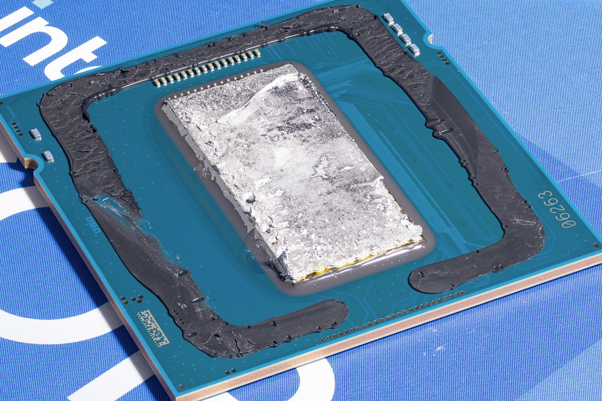 «Скальпированный» Intel Core i5-11400 в объективе тепловой видеокамеры