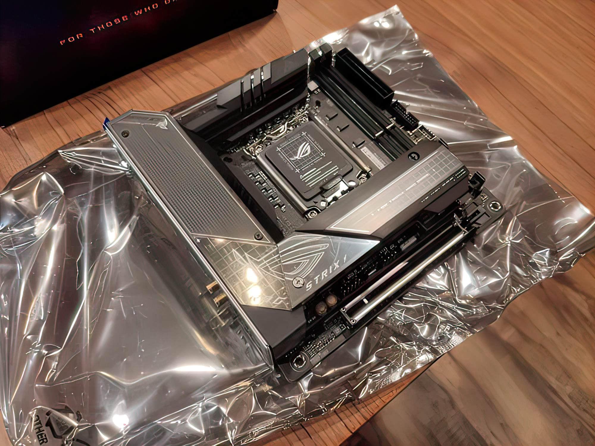 Опубликованы фото первой Mini-ITX платы для процессоров Intel Core 12-го поколения
