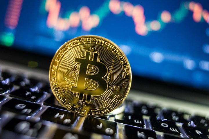 Bitcoin установил новый рекорд: курс криптовалюты перевалил за $60 тысяч