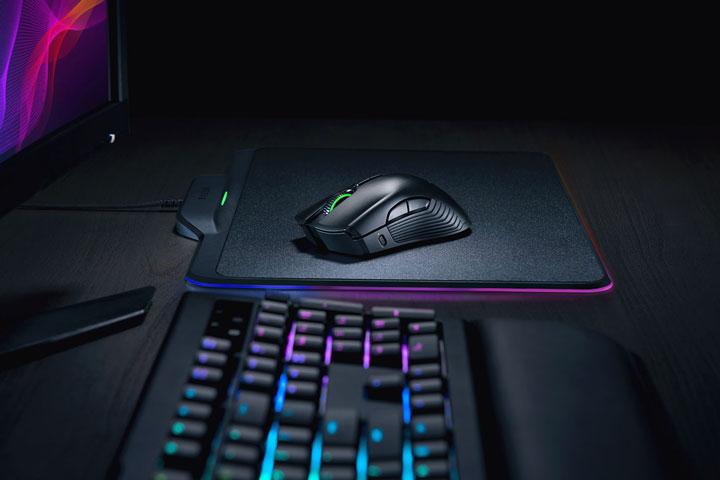 Игровая мышь Razer Mamba HyperFlux питается отковрика без проводов