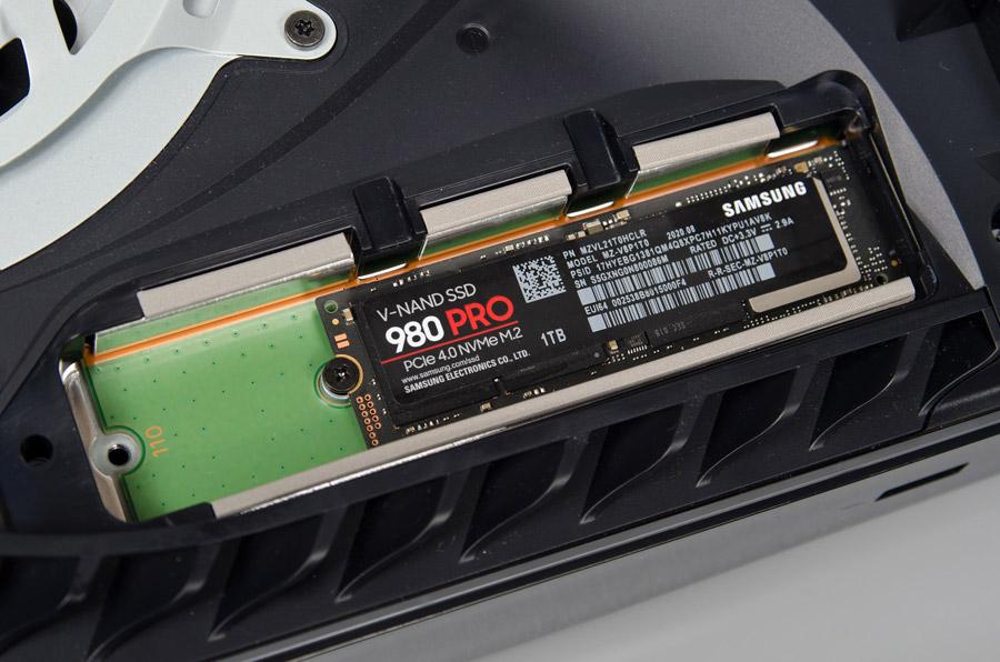 Samsung предложит владельцам PlayStation 5 NVMe-накопители 980 Pro с радиатором